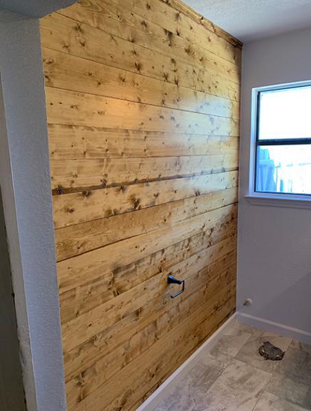 bath-stained-shiplap-wall-03w