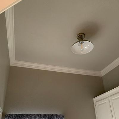 crown-molding-install-01-sqw